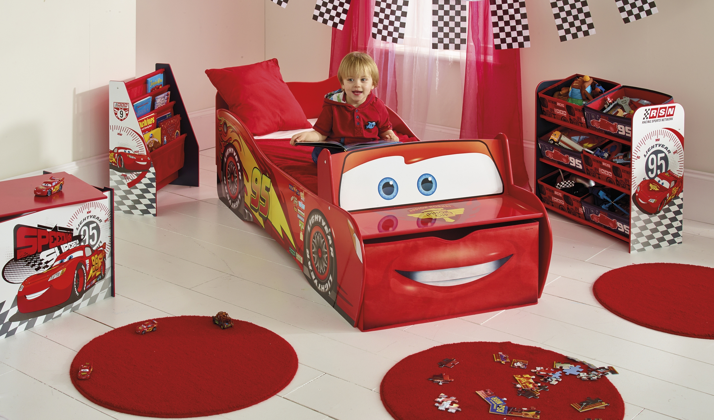 chambre enfant cars mc queen. Black Bedroom Furniture Sets. Home Design Ideas