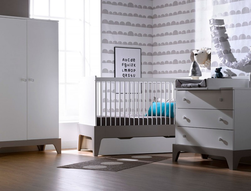 grande chambre b b blanche et grise paris. Black Bedroom Furniture Sets. Home Design Ideas