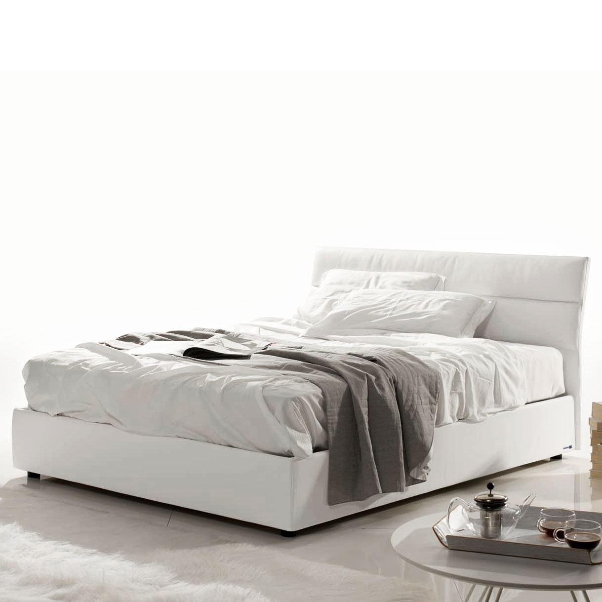 lit coffre simili blanc marie. Black Bedroom Furniture Sets. Home Design Ideas