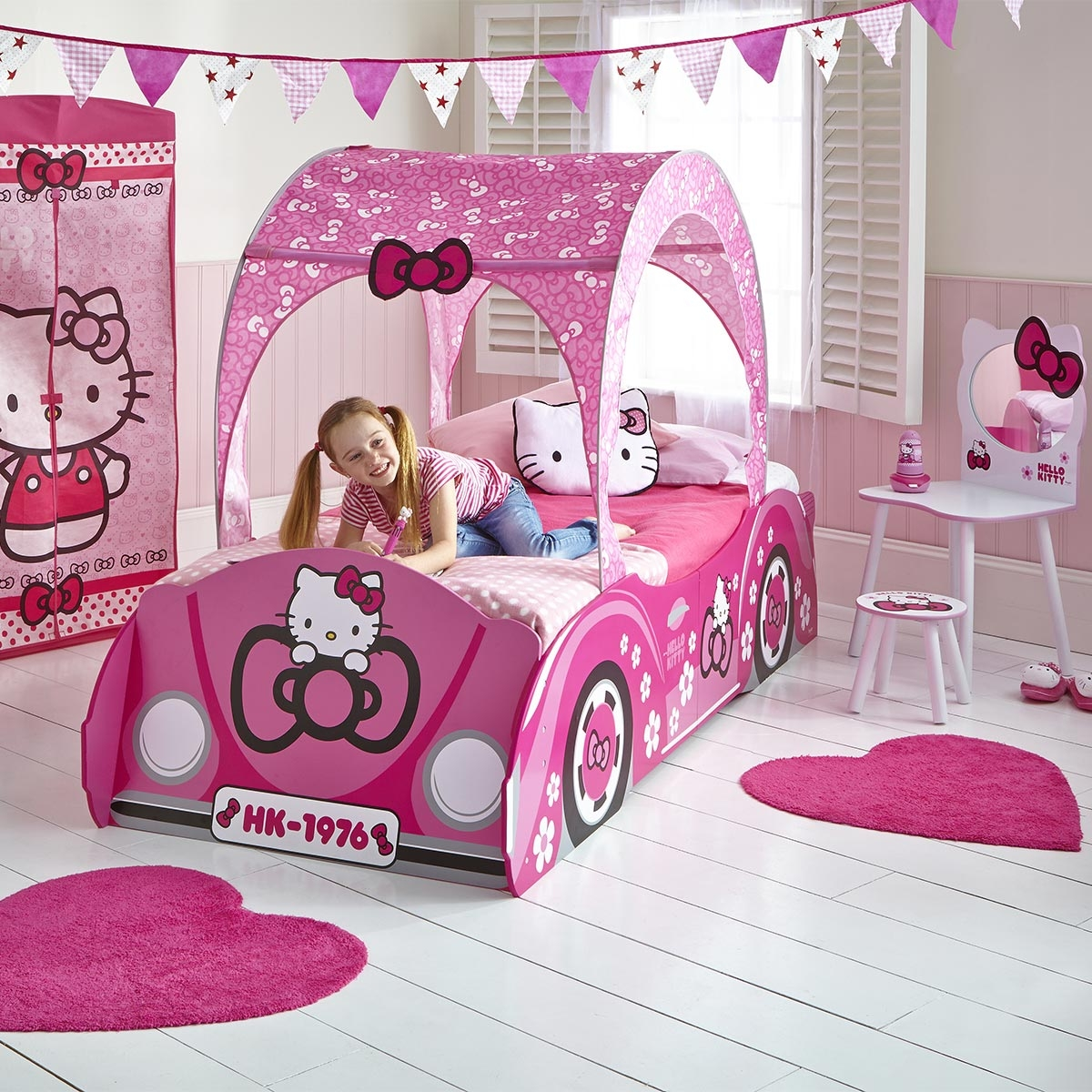 lit voiture hello kitty. Black Bedroom Furniture Sets. Home Design Ideas