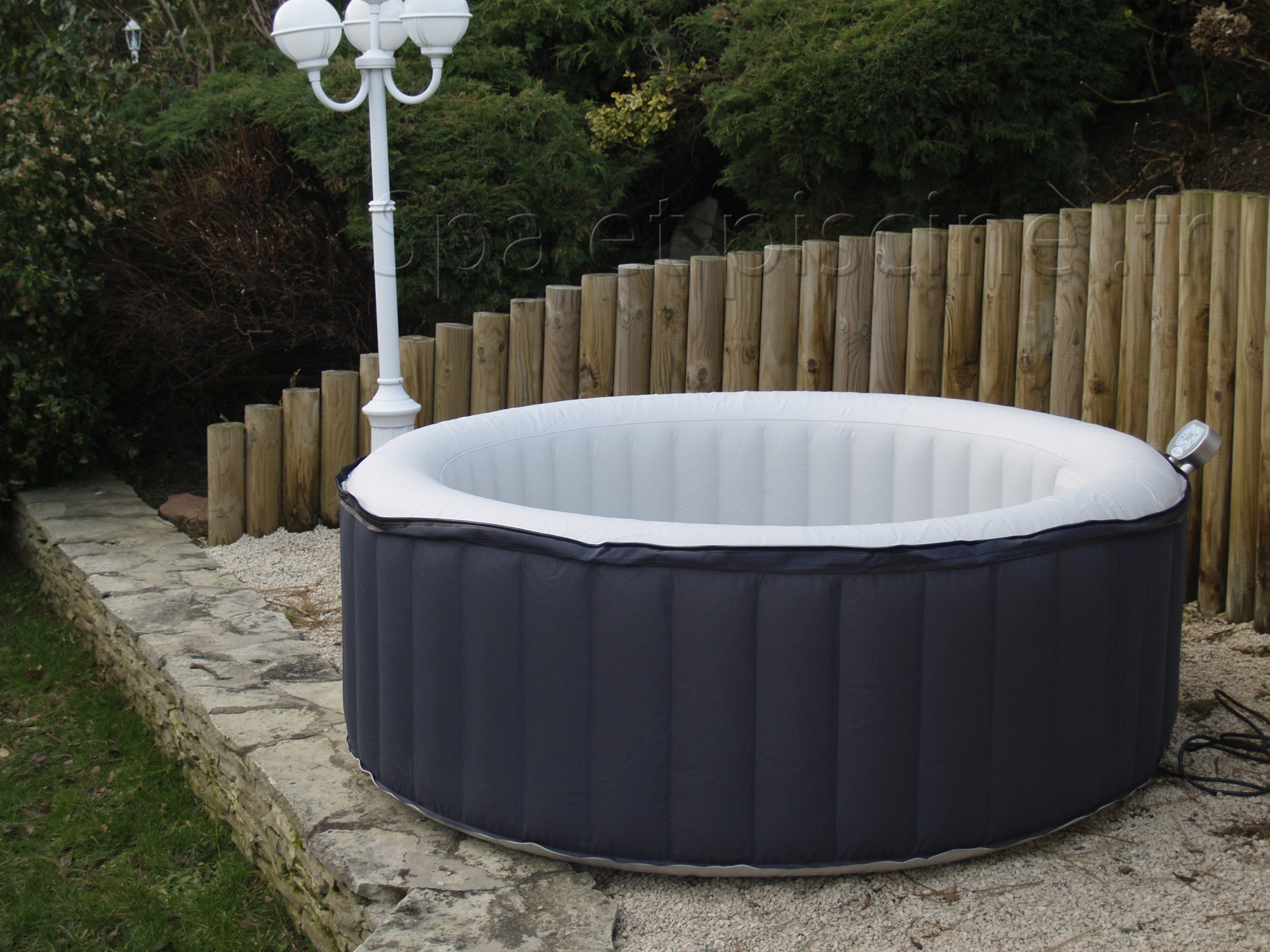 Spa gonflable noir 4 places even - Spa gonflable interieur ...