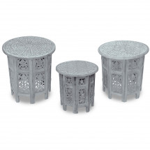 Set de 3 tables d'appoint bois massif gris sculpté Akanj